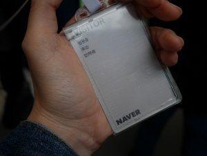 VISITORカード。4カ国語で書いてあって、インターナショナル。